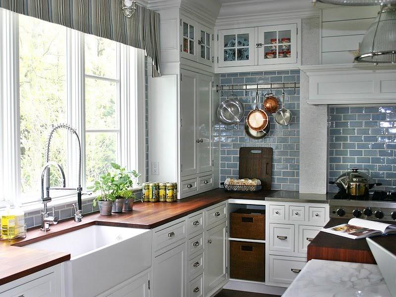Jenna sais quois dreamy hamptons kitchen for Hamptons style kitchen splashback