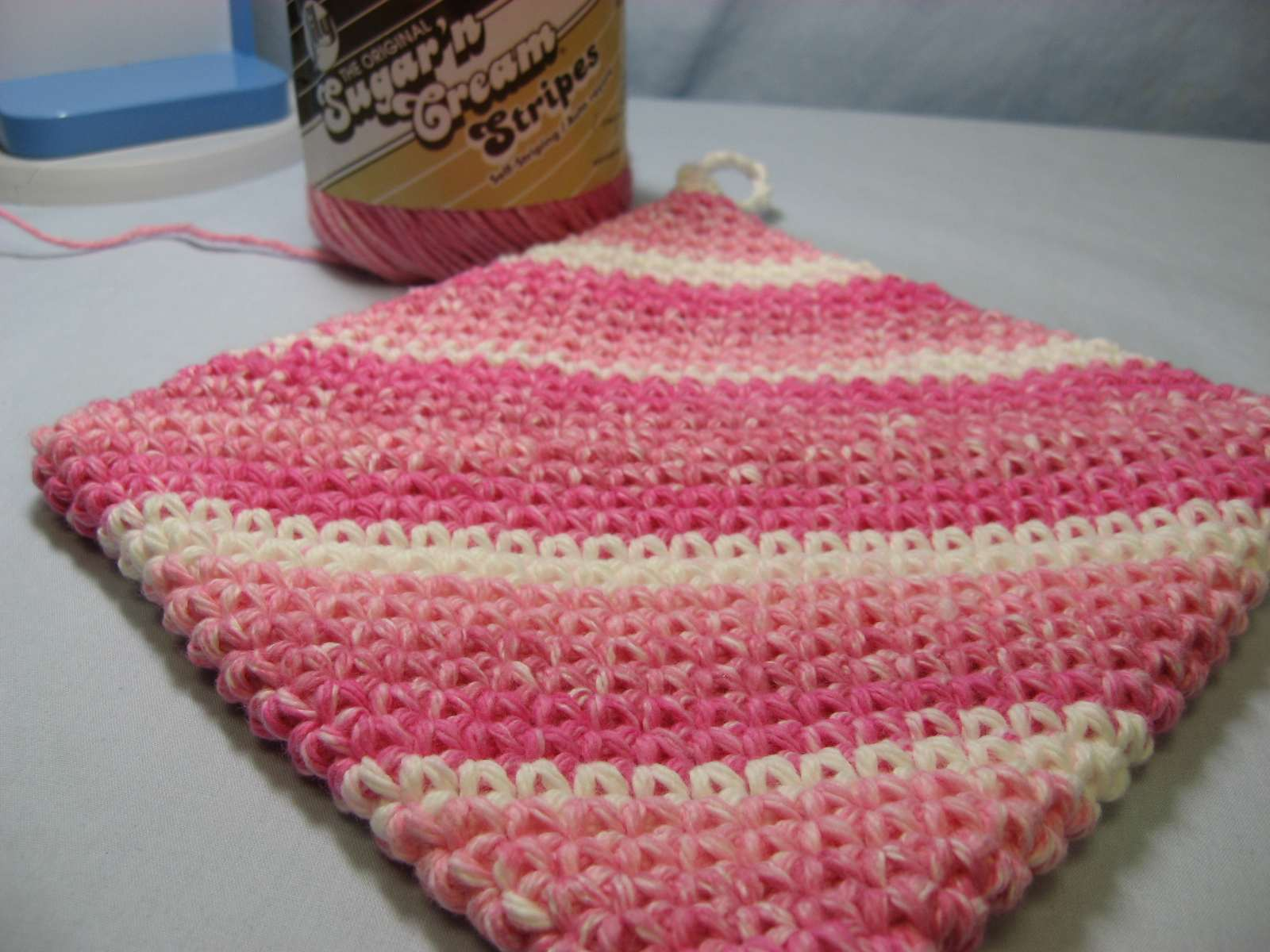 Hooked on Needles: Crocheted Hot Pad/Potholder - It\'s double thick!