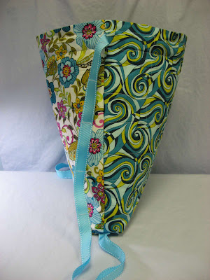 Susie's Quilted Cinch Sack - My RJR Fabrics contest entry