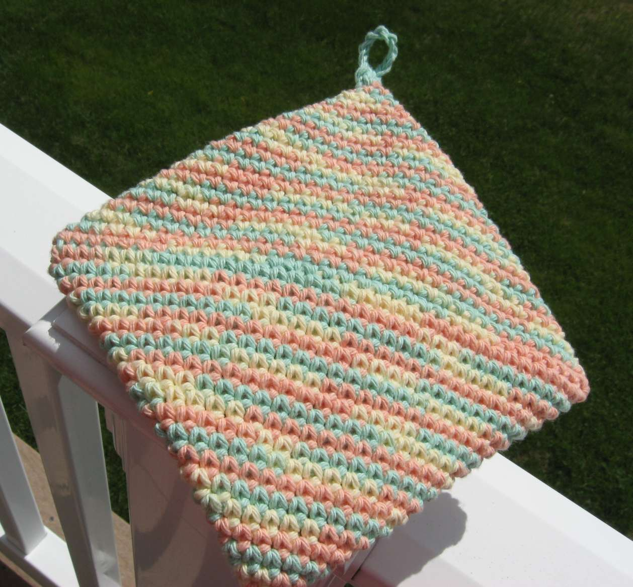 Hooked on Needles: Crocheted Cotton Hotpad/Potholder - video tutorial