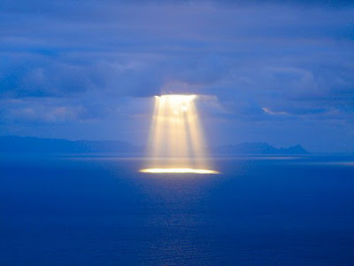 nature_photography_wallpaper_light_from_the_sky_sun-Madeira.jpg
