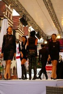 ライプチヒ市庁舎の横で行われていたファッションショー