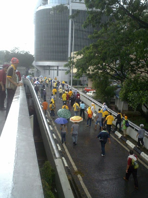 BERSIH parcticipants marching towards the Chinese Assembly Hall roundabout