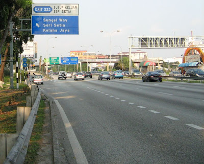 entrance to Seri Setia or Sungai Way New Village from Federal Highway