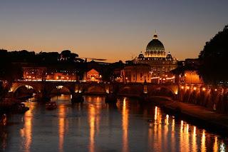 coucher de soleil sur saint pierre de rome, italie