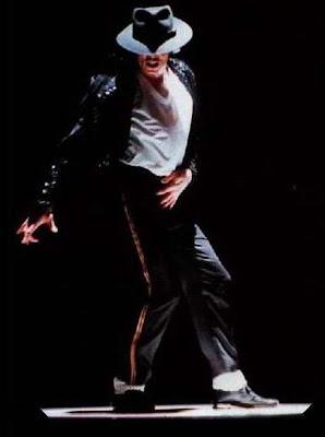 Michael Jackson não morreu, só encolheu!