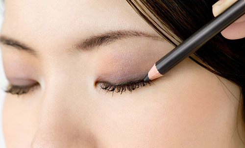 asian eye makeup. eyes appear larger.