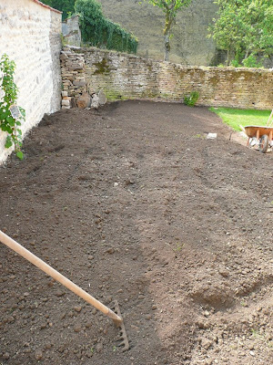 notre jardin secret pelouse sem e. Black Bedroom Furniture Sets. Home Design Ideas