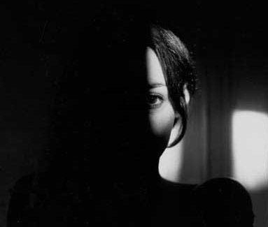 ZONA DE TERROR, MAGIA Y SOBRENATURAL W-mujer-oscuridad