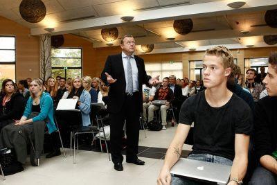 Lars Løkke er glad for taget er tæt på bare én skole