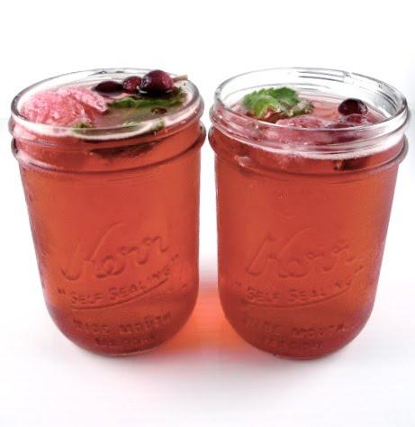 Mason Jar Signature Drinks: Cranberry Apple Cider | ellyB events