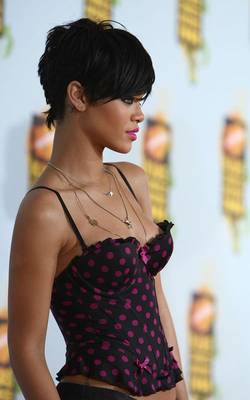 rihanna short hair blonde. Rihanna short hair