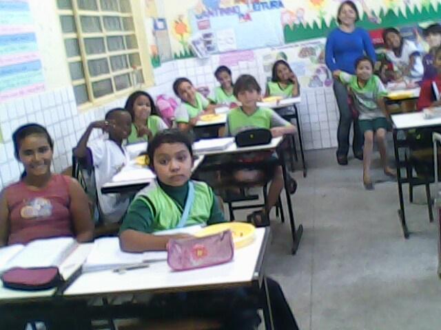 A professora Maria José da Escola Heroclito, sabe como fazer para suas crianças aprenderem... Veja