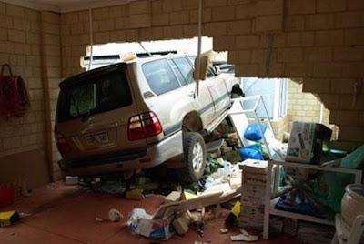 querida cheguei acidente garagem
