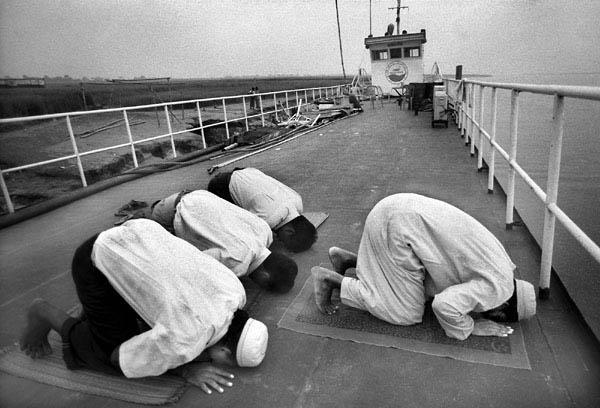 http://2.bp.blogspot.com/_sPEKxPOQzdg/TGijQ-xYybI/AAAAAAAAAUc/RCosz0NyGtU/s1600/9_muslim-prayer-low-res.jpg