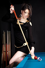Cewe di Meja Billiard