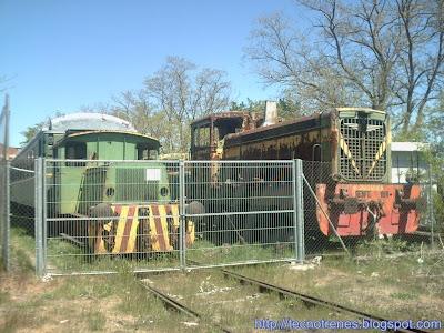 Tractores a la espera de restauración