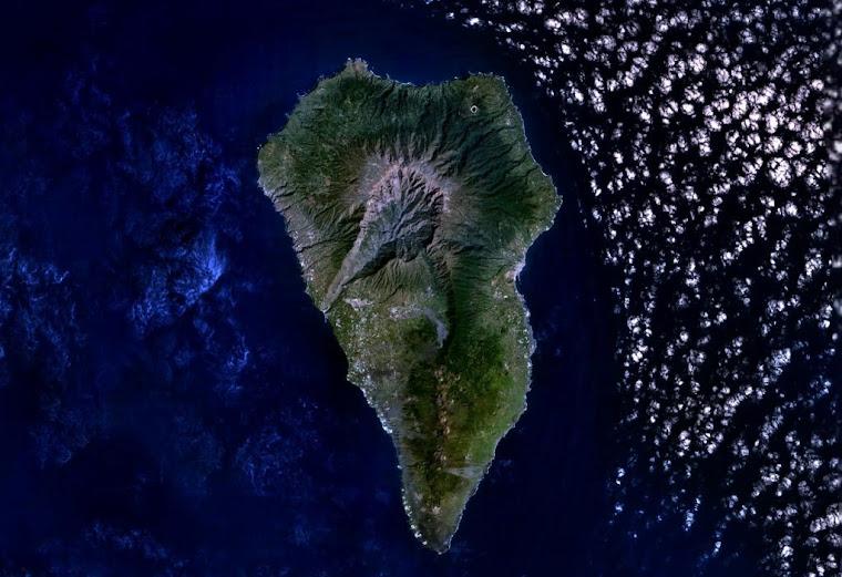 VISTA AEREA DE LA ISLA DE LA PALMA (CANARIAS)