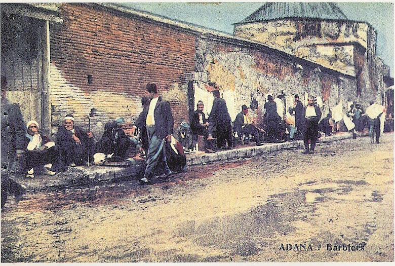 berberler hamam duvarına tezgahlarını kurarlardı