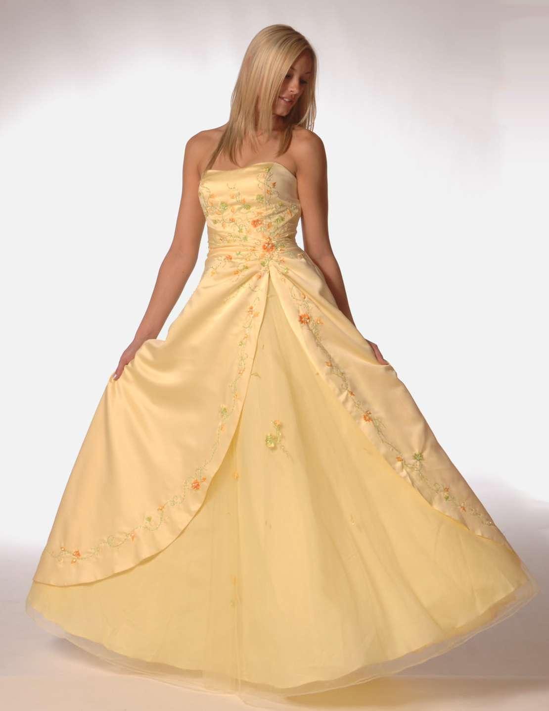 Pretty Girls in Prom Dresses