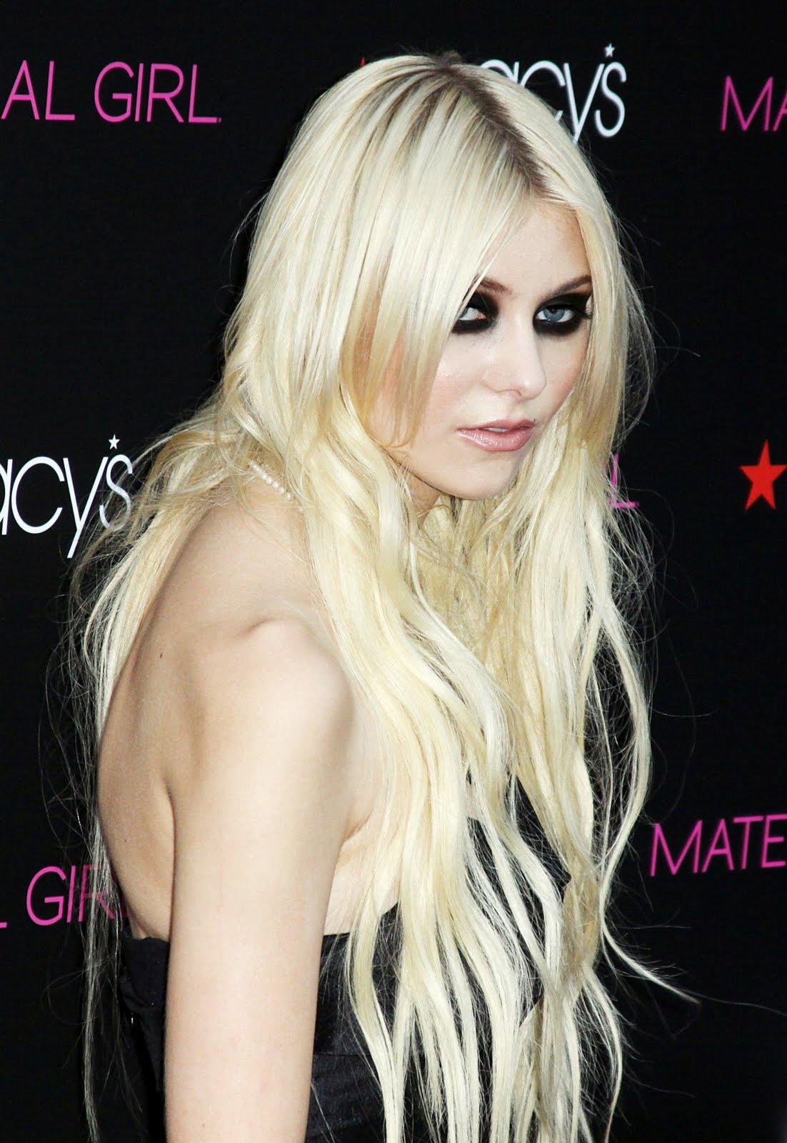 http://2.bp.blogspot.com/_sTqirJklW0Q/TJ3kDi1EMyI/AAAAAAAAAJk/_cKGOTYyaxk/s1600/Taylor-Momsen-72.jpg