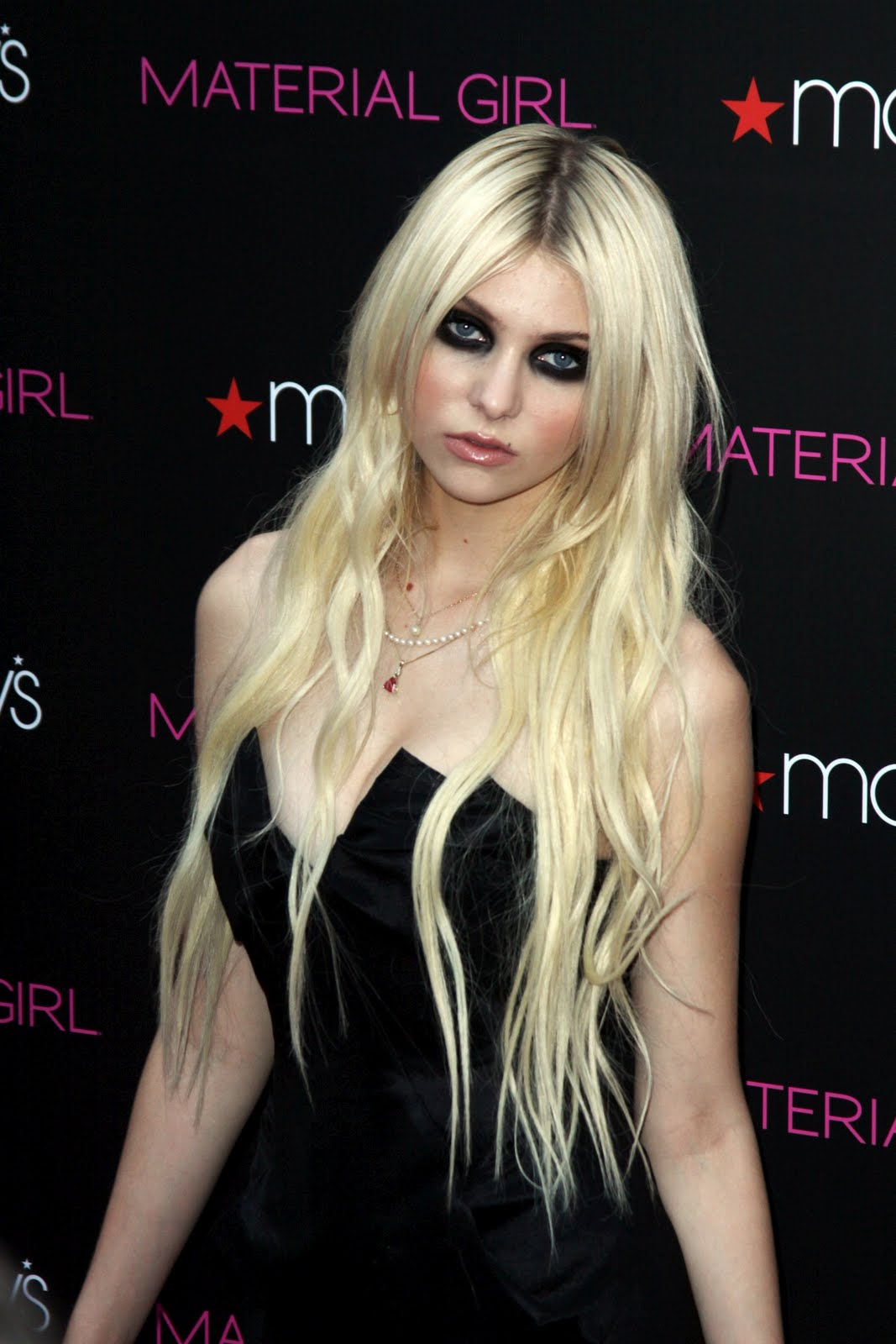 Cleavage Taylor Momsen naked (37 photo), Pussy, Hot, Boobs, braless 2006