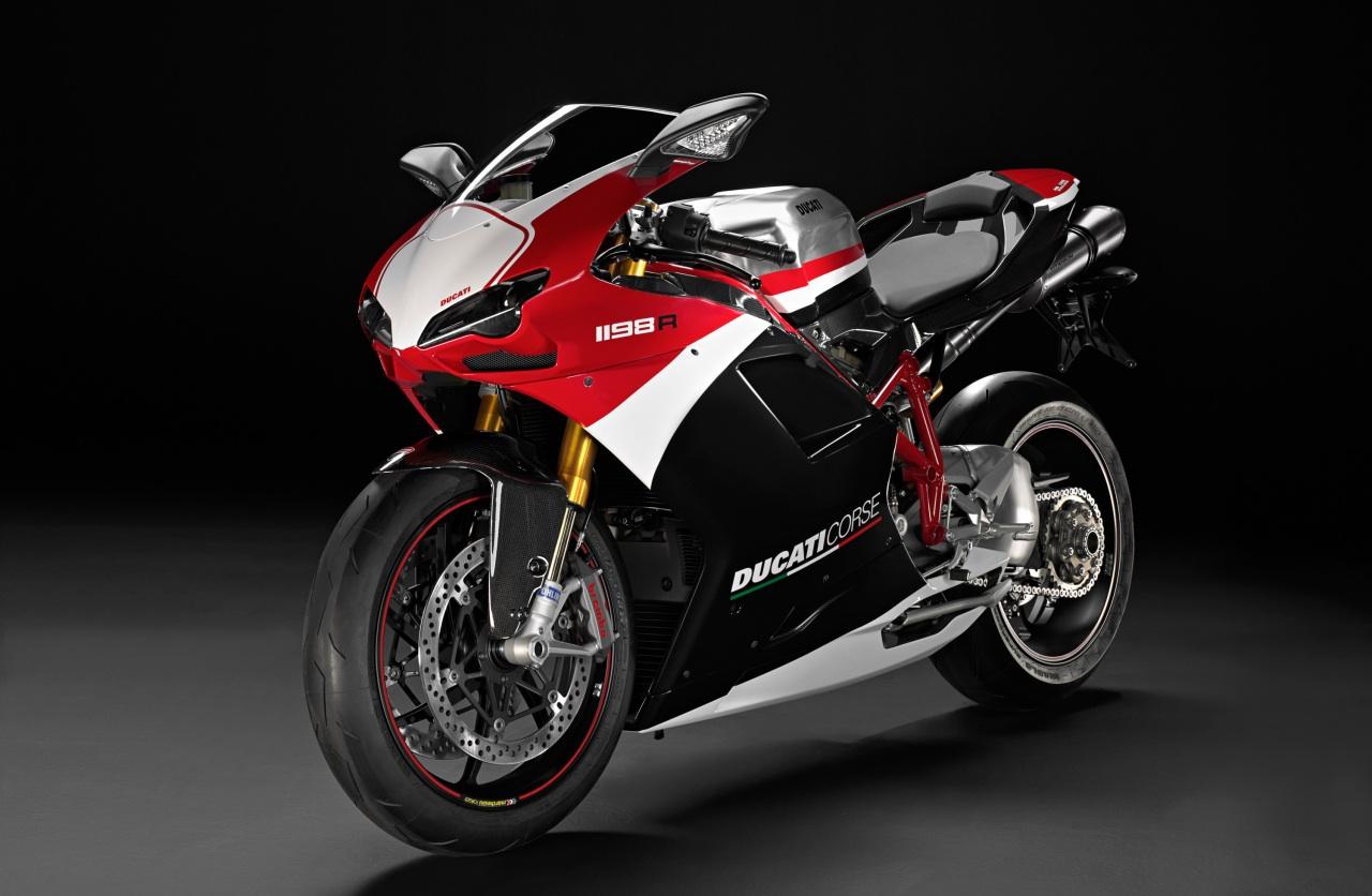 ducati corse Ducati corse vetor escolhe entre milhares de vetores gratuitos, desenhos de clip art, ícones, e ilustrações criados por artistas do mundo inteiro.
