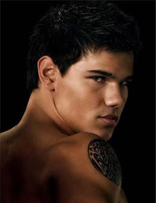 luna tatuaje. tatuajes lunas. Taylor Lautner y su tatuaje para Luna Nueva