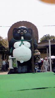 信楽駅前の巨大たぬき