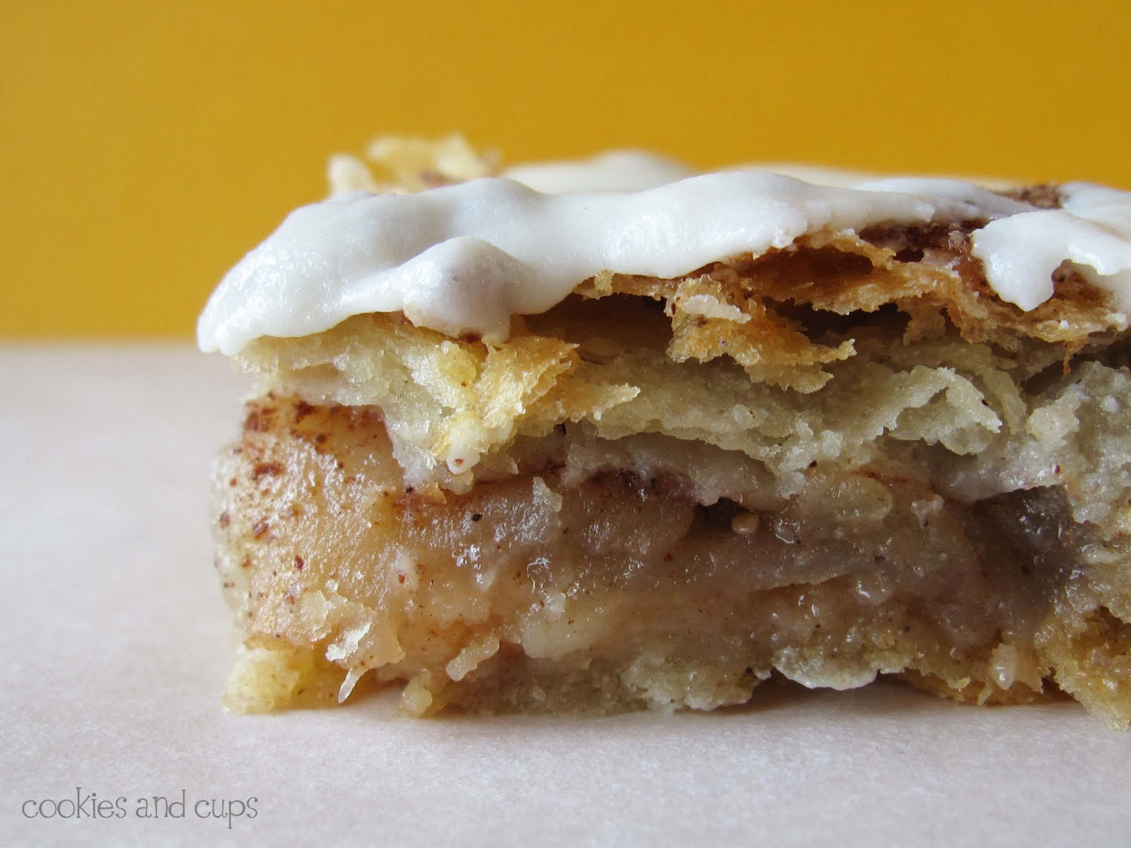 Cinnamon Toast Crunch Apple Pie Bars - Cookies and Cups