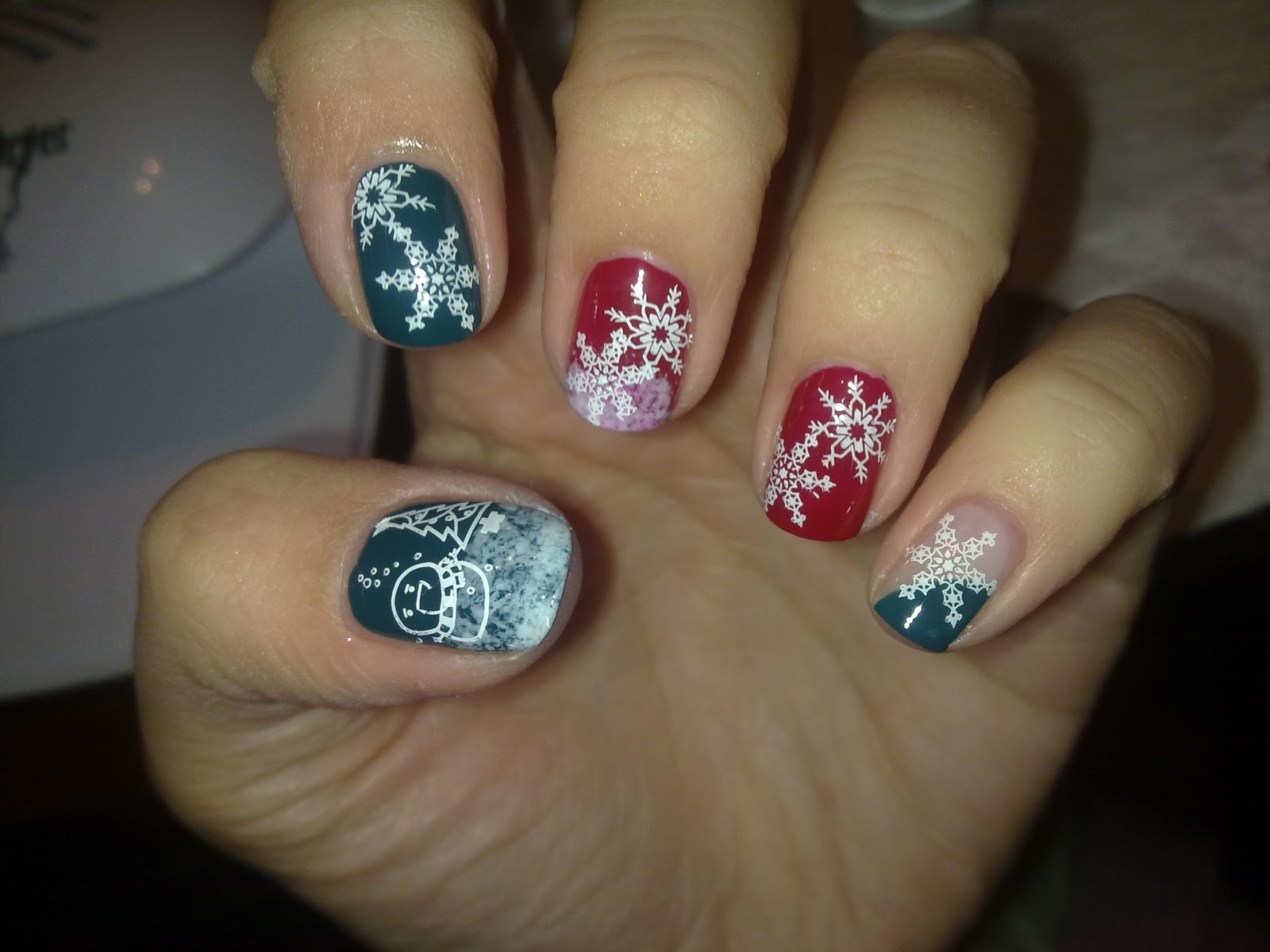 111220101945 Wonderful ideas for Christmas nail art