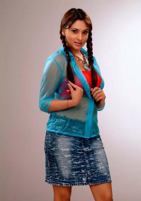 ramya hq actress pics