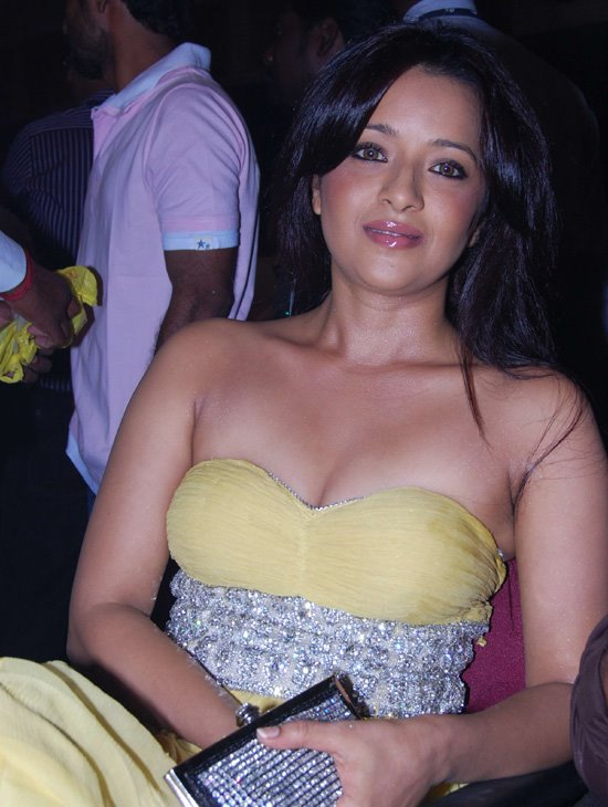 Reema Sen Latest Hot Stills