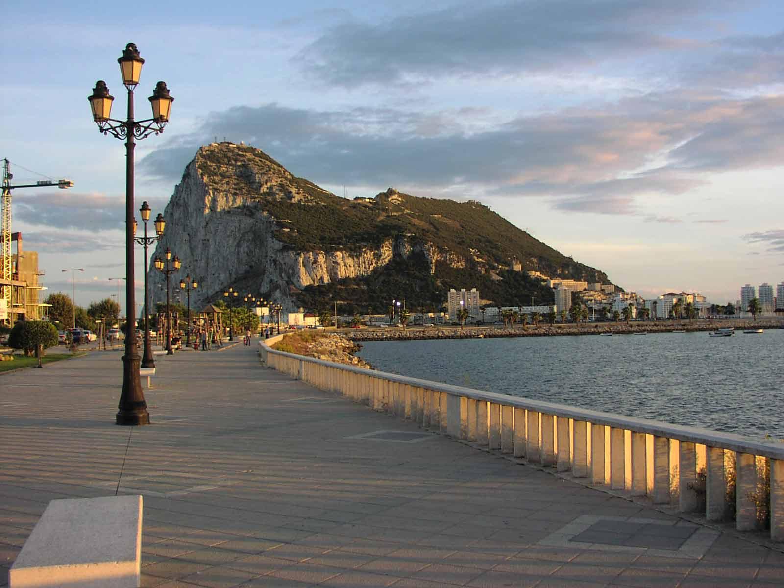 http://2.bp.blogspot.com/_saL7jbvi4GY/TPFSsge4ckI/AAAAAAAABNU/7xNQLU17JZ0/s1600/Enciclop%25C3%25A9dia+Gibraltar+-+Foto+-+%2528www.noholidaynolife.com%2529.jpg