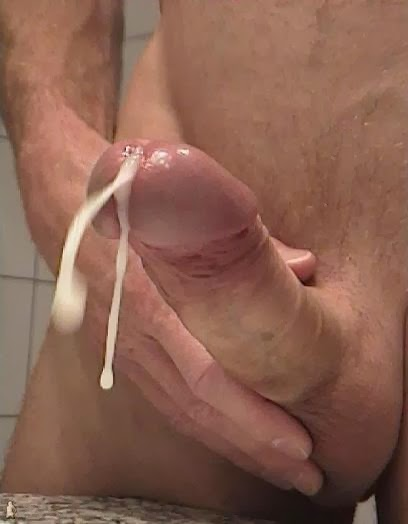 Big dick cumming hard