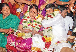 http://2.bp.blogspot.com/_sb9yp2CsJVU/S2D1Iz8oDDI/AAAAAAAAQ5o/uUL5Io4jLqQ/s1600/ganja-karuppu-marriage-photos-02.jpg
