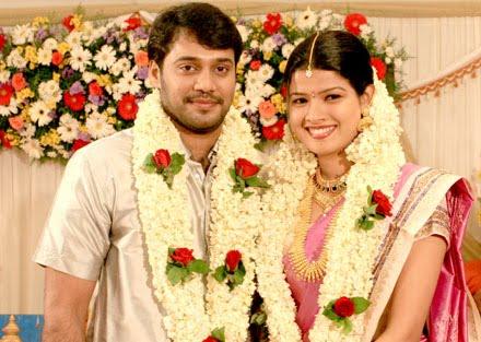 [Actor-Bala-Amrutha-Suresh-Engagement-photos.jpg]