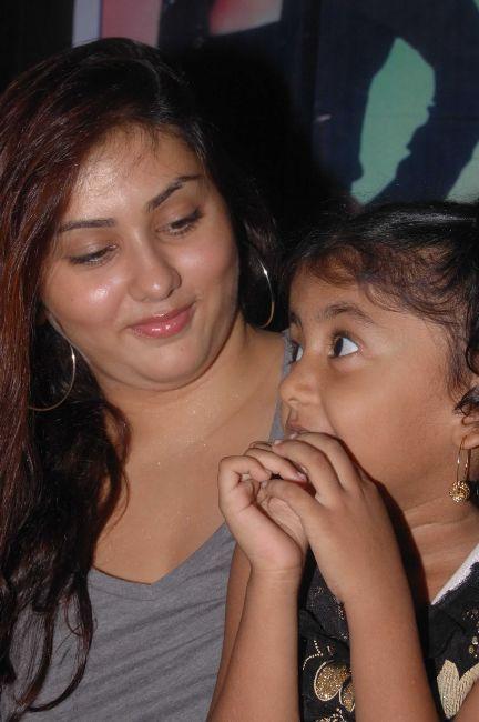[Namitha+Meets+India+Childrens+Welfare+Association+10.jpg]