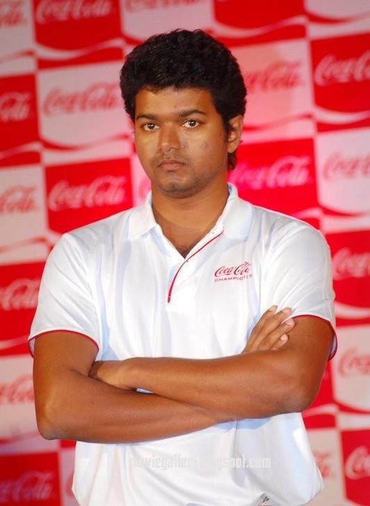 [sura-movie-Vijay-Meets-Coca-Cola-Winners-stills-pics-images-photos-08.jpg]