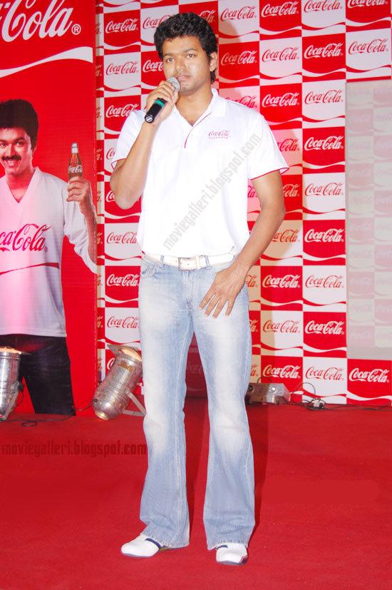 [sura-movie-Vijay-Meets-Coca-Cola-Winners-stills-pics-images-photos-06.jpg]