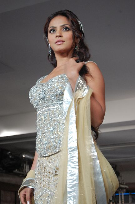 sizzling neetu chandra walk the r