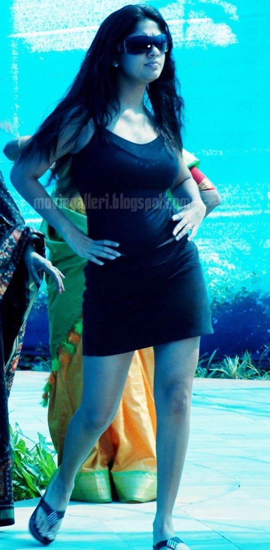 [nayanthara-swimsuit-stills-images-pics-11.jpg]
