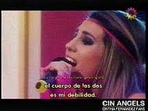 Cinthia cantando