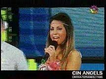 Cinthia cantando 2