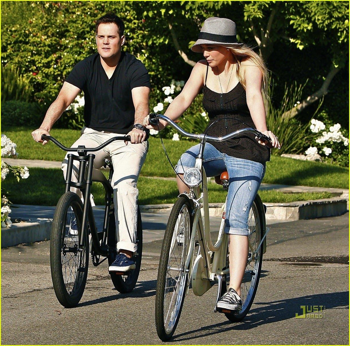 http://2.bp.blogspot.com/_sdW0OL9kcwQ/S_F1B_7XHLI/AAAAAAAATvQ/99H2uSWHasQ/s1600/hilary-duff-biking-01.jpg