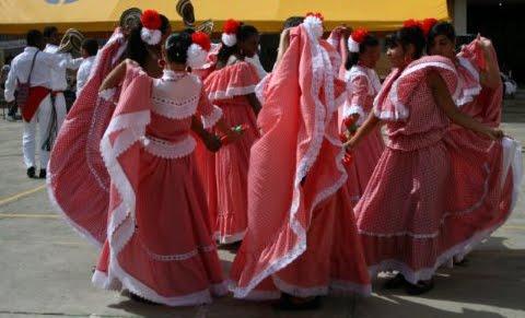 Grupo Macondo; bailando Cumbia