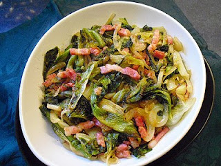Salade braisée aux lardons