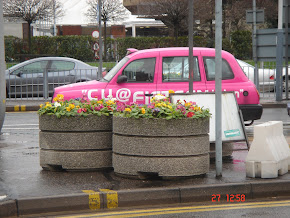 A tipical pink taxi of England