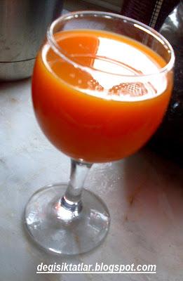 Karışık Taze Sıkma Havuçlu Elmalı Portakallı Meyva Suyu