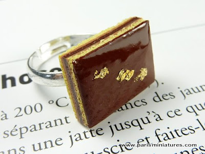 Handmade Opéra finger ring by Paris Miniatures - Emmaflam & Miniman